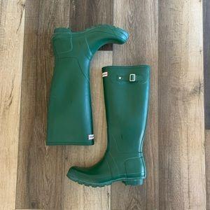 Hunter Tall Rain Boots In Matte Hunter Green Color
